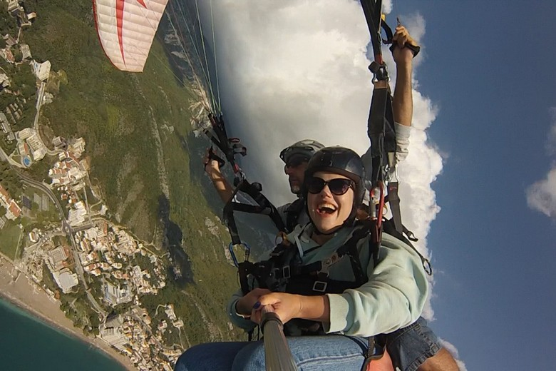 Fun for two I very often is the motto for paragliding tandem flights! The uplifting feeling of gliding and silently sailing from the mountain down above beautiful beaches can be experienced for everyone even without prior knowledge about of flight.