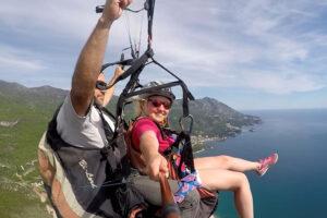 подарить любимому близкому человеку незабываемое приключение. Полет на параплане, параплане в Будве - лучший выбор. Мы предлагаем, парам всегда летать вместе с двумя нашими инструкторами.