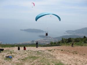 paragliding take off braici